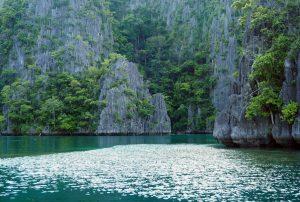 green-rocks-kayangan-lake