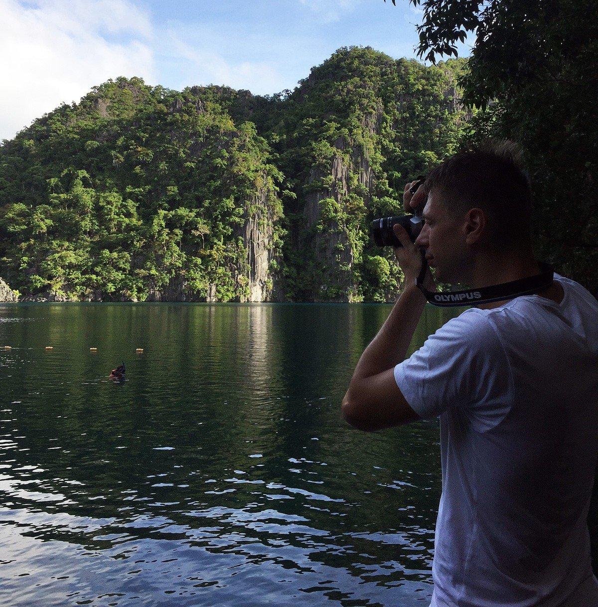 Andrei Salokhin's take a shot in Kayangan Lake - Travelblogstories