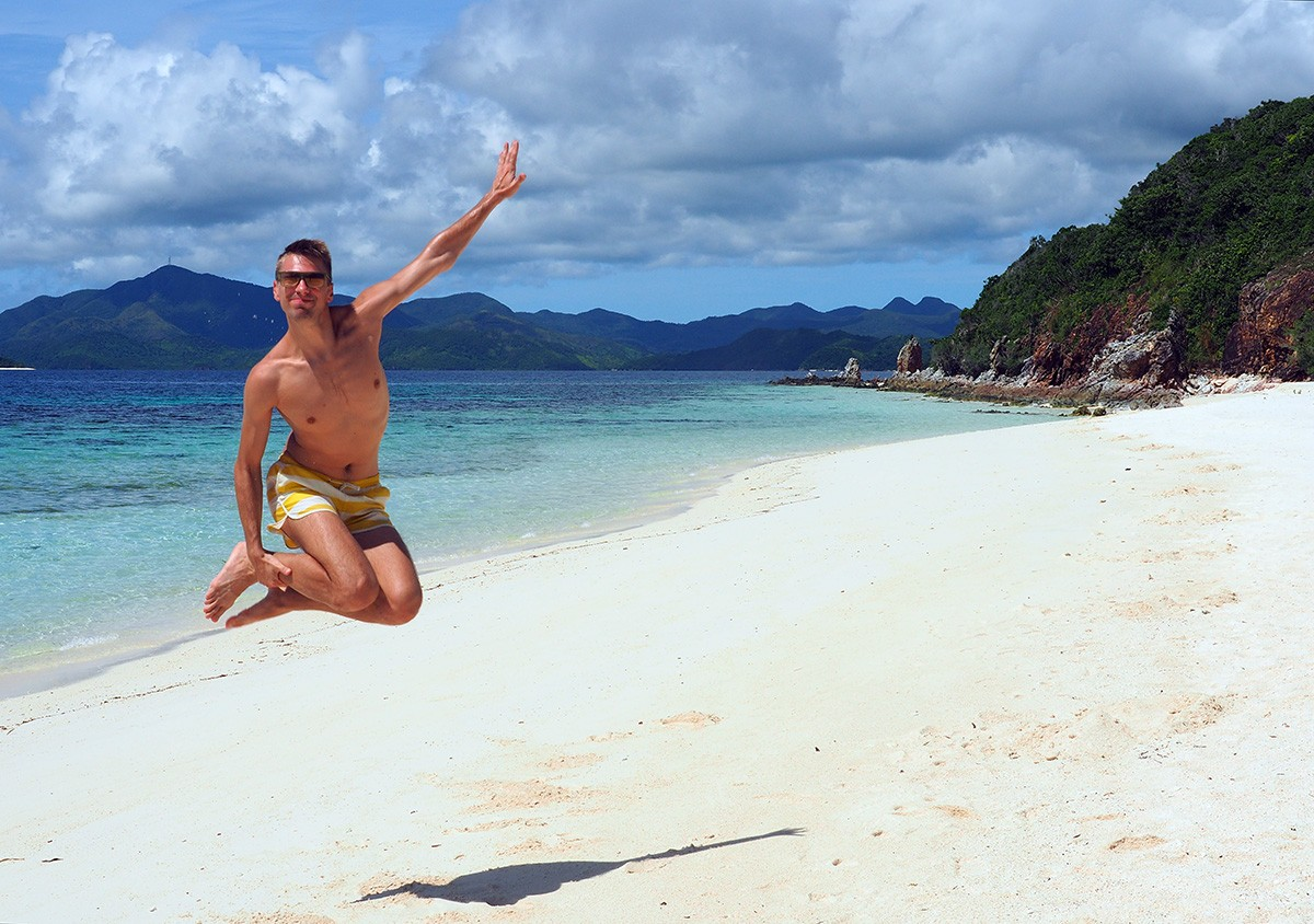 Andrei's jump on Malcapuya island - Travelblogstories