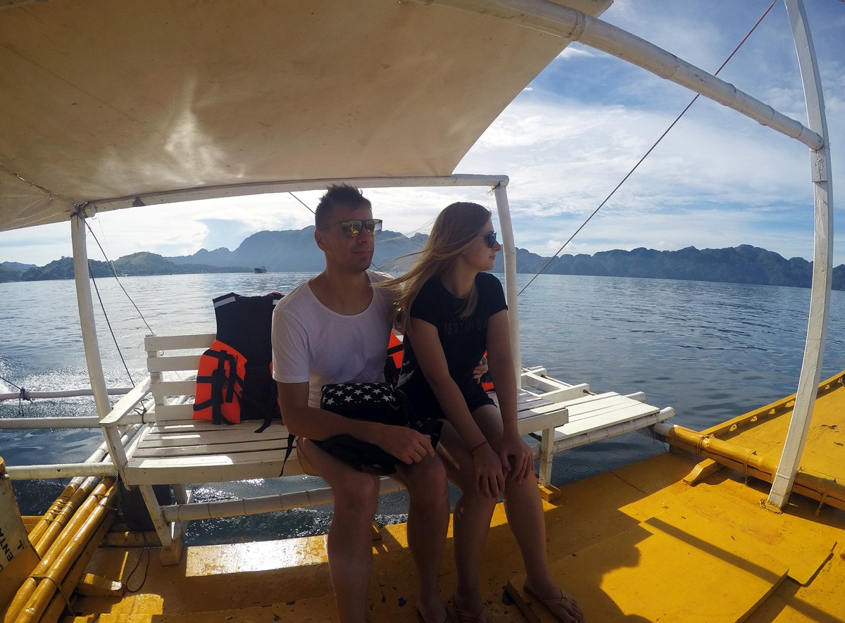 Nastia & Andrei on boat in Palawan, Philipinnes - Travelblogstories