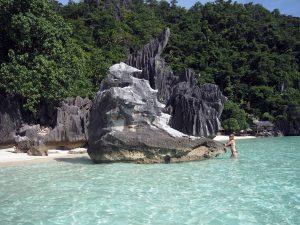 rocks-banul-beach-coron-nastia-khanenia