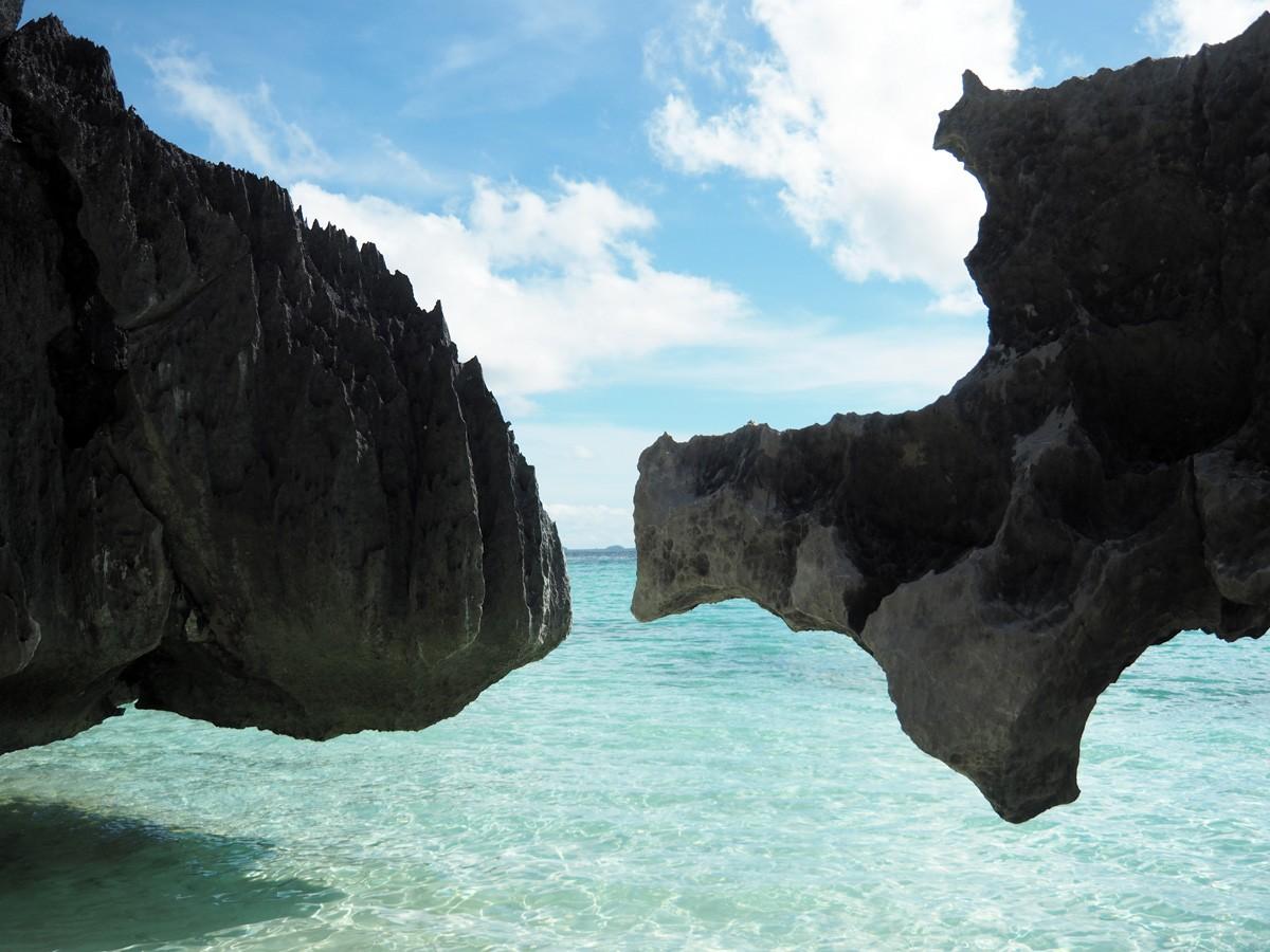 rocks on banul beach, Coron