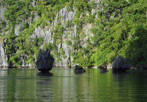 rocks-kayangan-lake