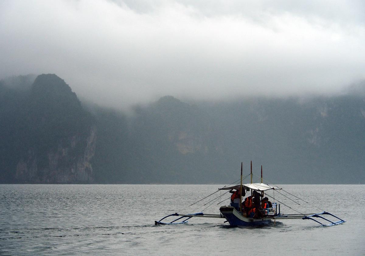 boat_tourist_codognon_cave_el_nido