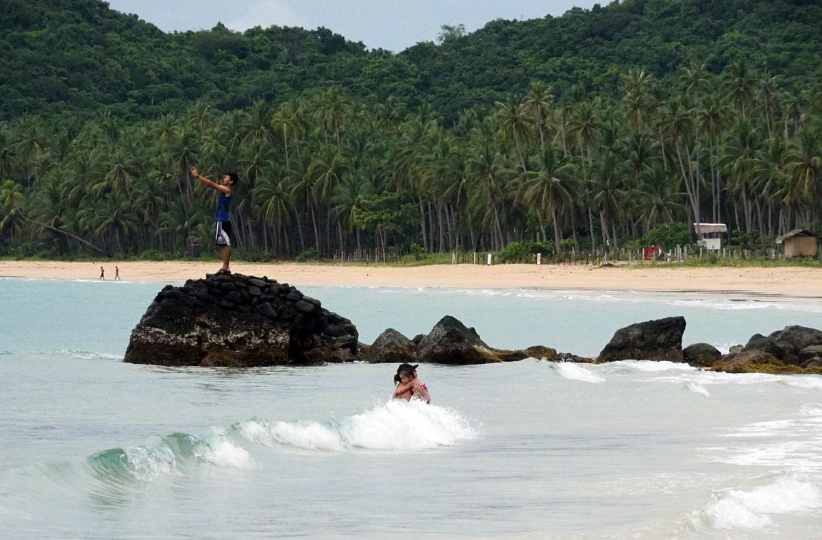 nakpan beach el nido philippines
