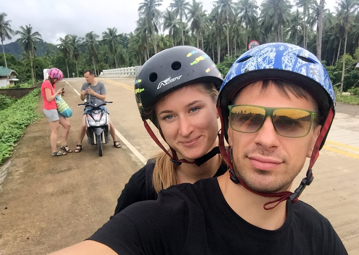 nastya_andrei_selfie_bike_elnido_palawan