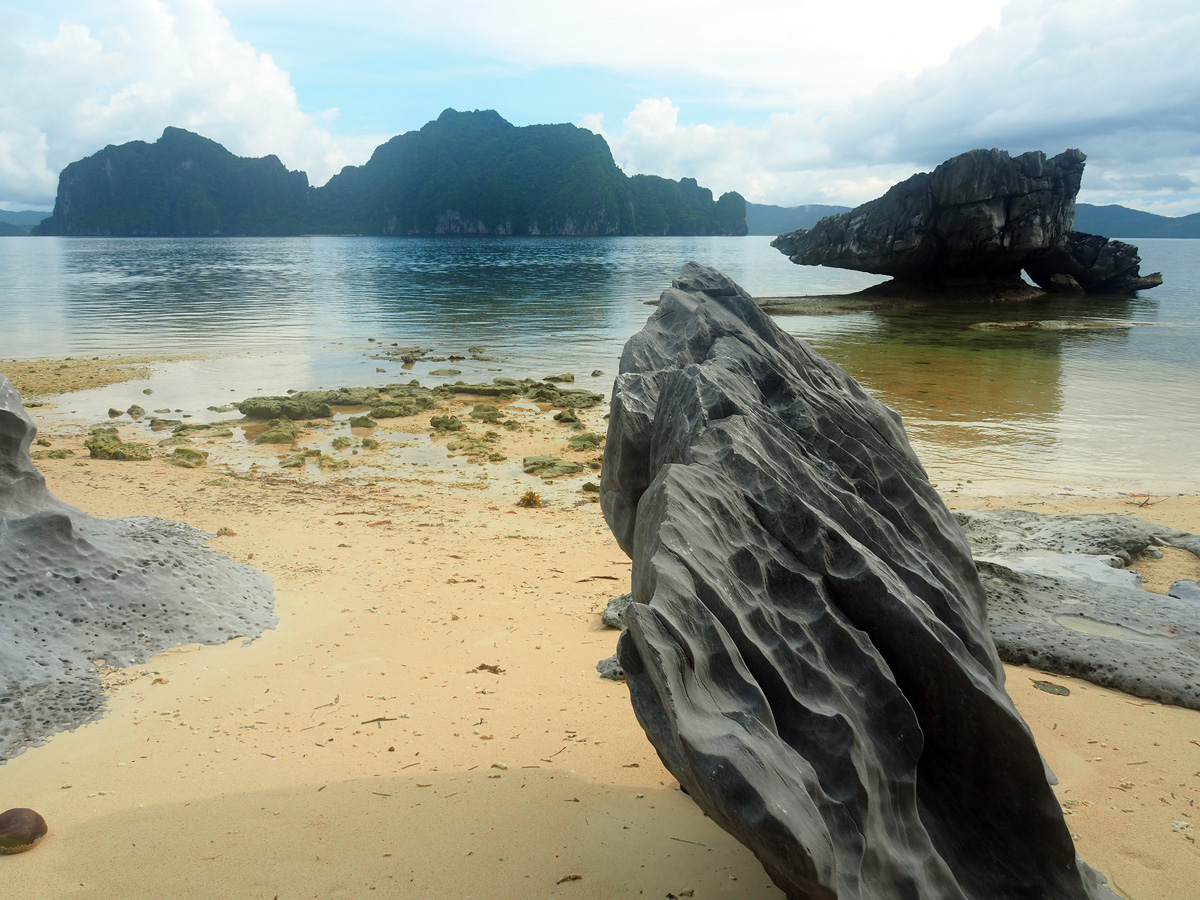 pinagbuyutan_island_beach_philippines