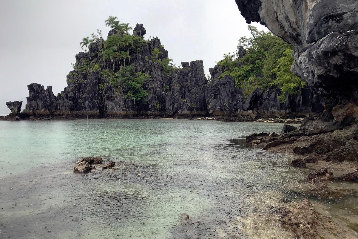 rocks_codognon_cave_palawan