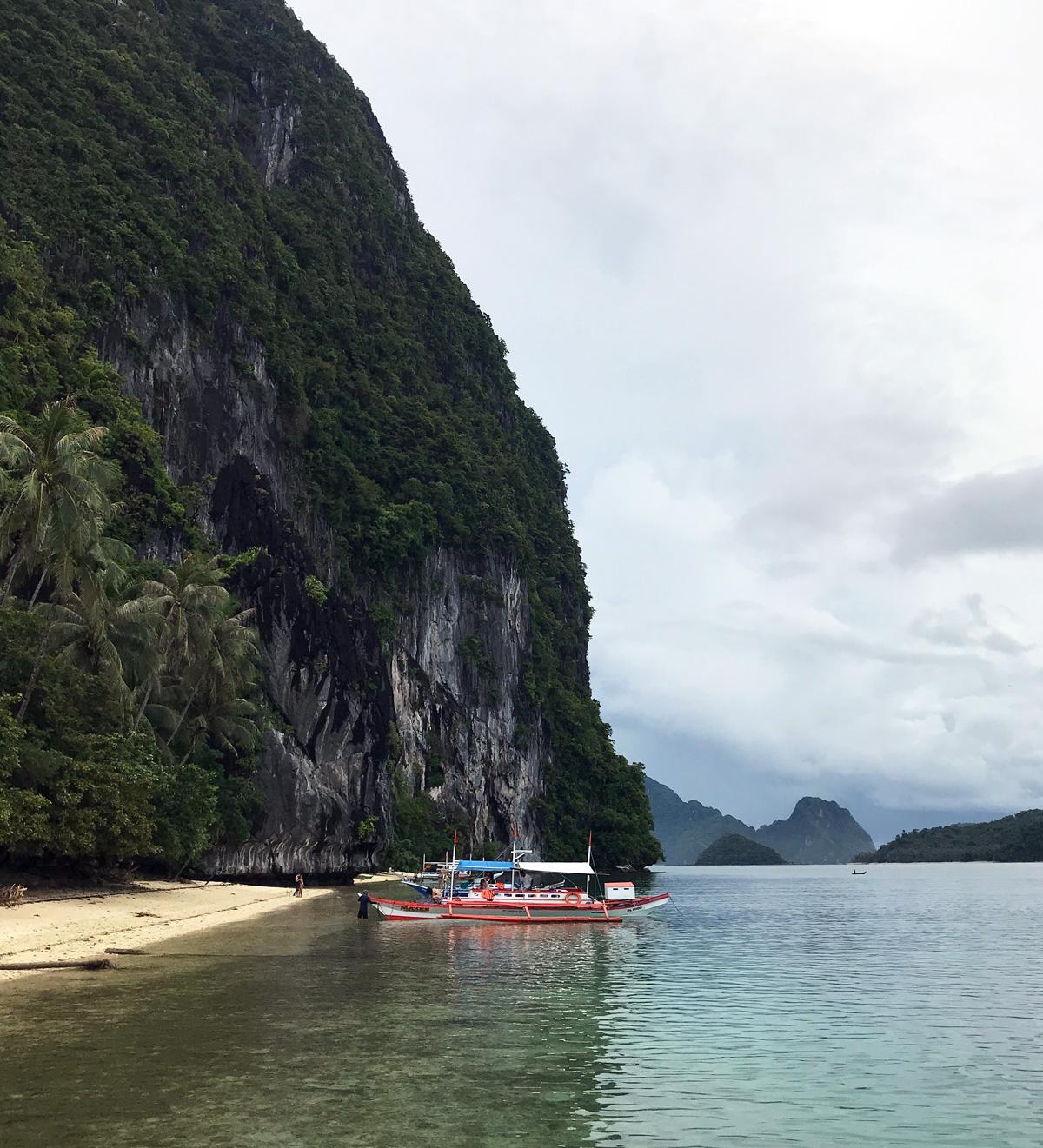 tourist_boat_pinagbuyutan_island_elnido
