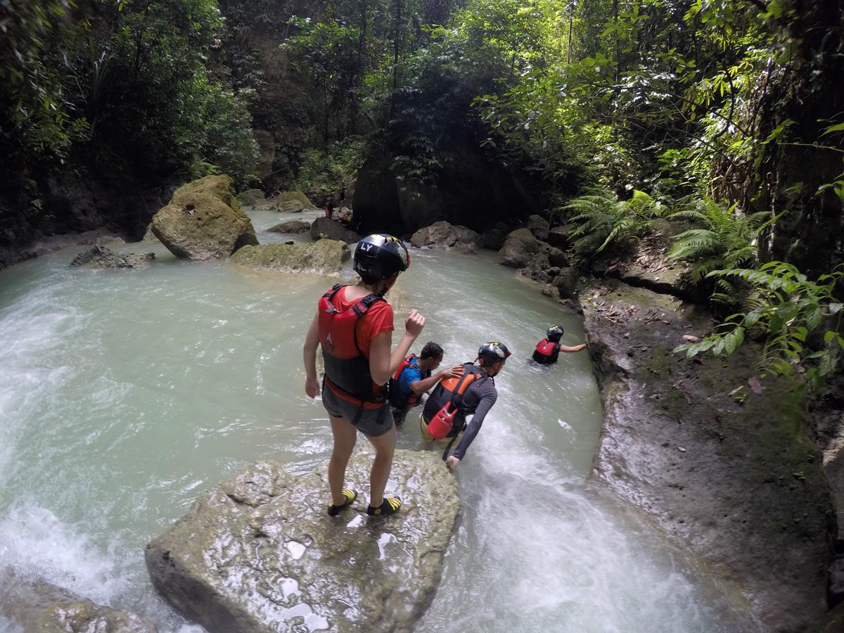 canyoneering_kavasan_cebu_travelblogstories