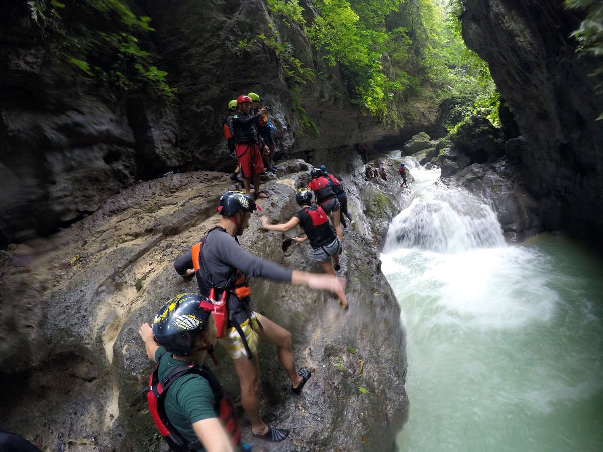 canyoning_on_kawasan_rocks_cebu