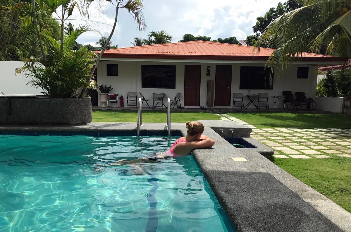 parrot_resort_moalboal_pool