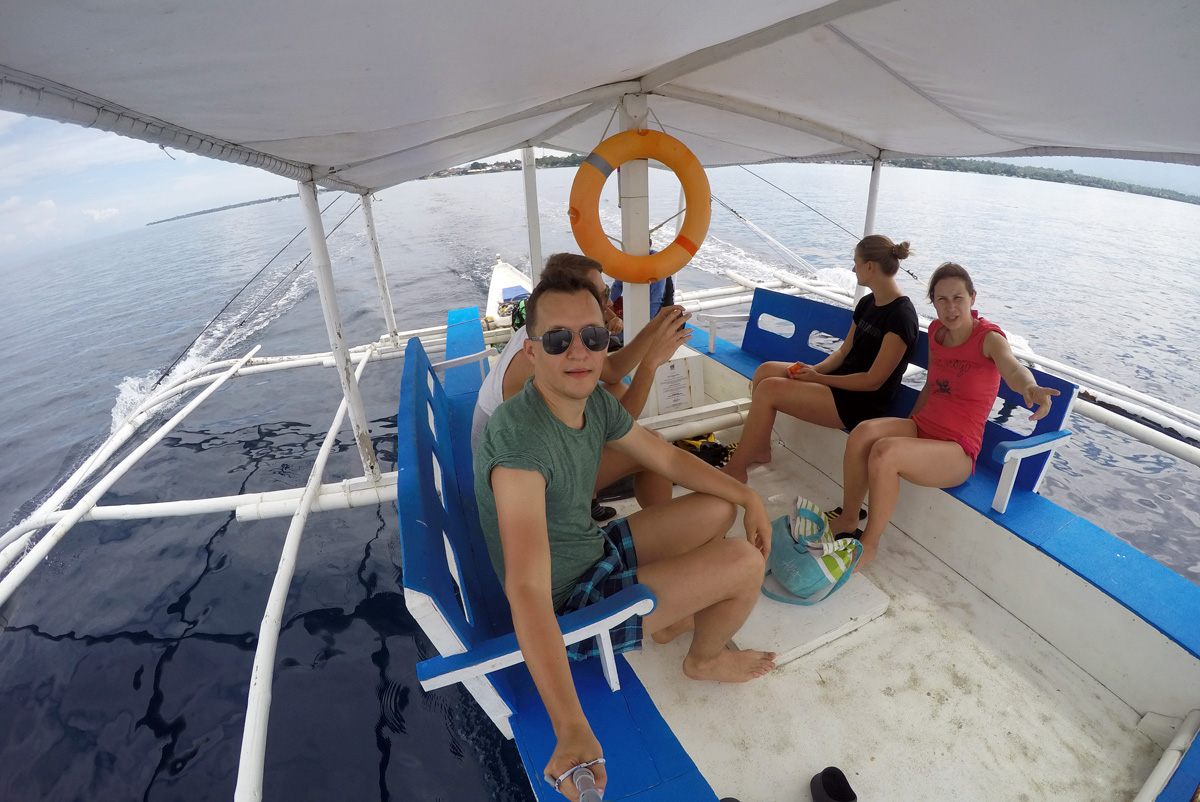 snorkeling_boat_moalboal