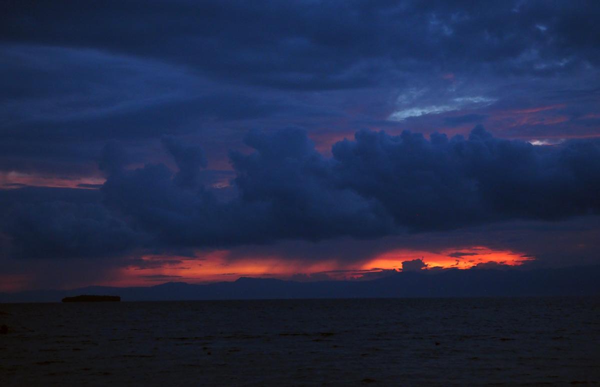 sunset_chili_bar_moalboal_cebu