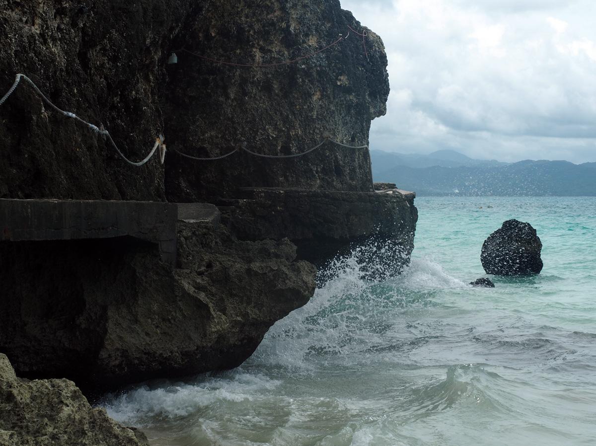 boracay_road_to_beach