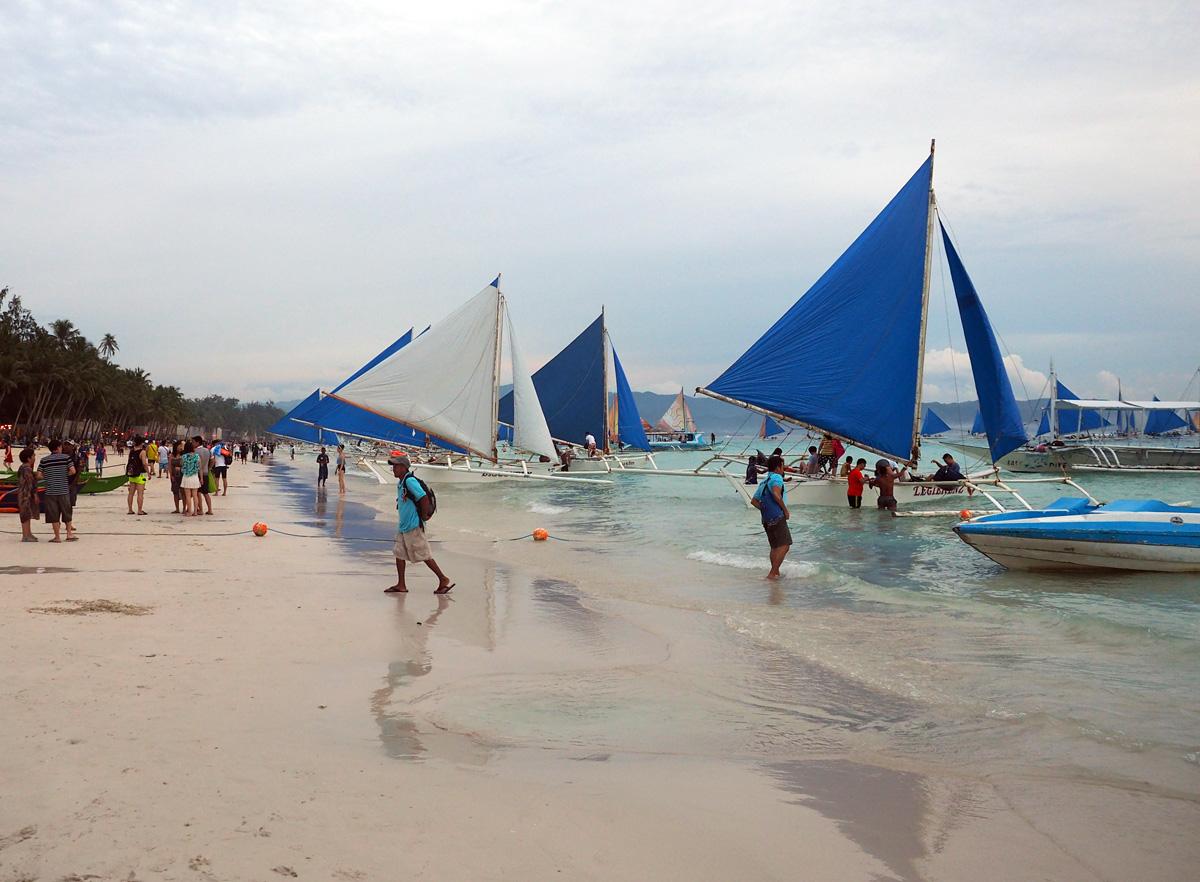 boracay_white_beach_boats_photo_2017