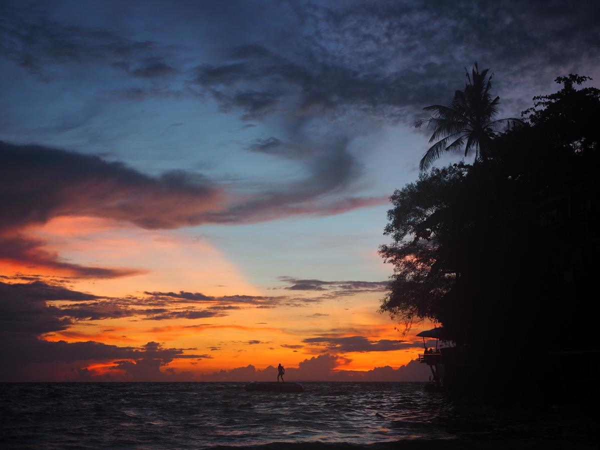 sunset_boracay_silhouettes