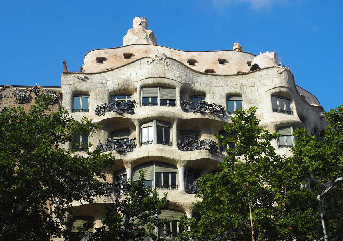 Travel Guide of Barcelona, Spain: 62 Attractions + Resorts & FAQ